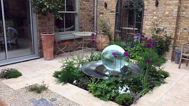 Wilson Lloyd Landscaping_flora house_640px